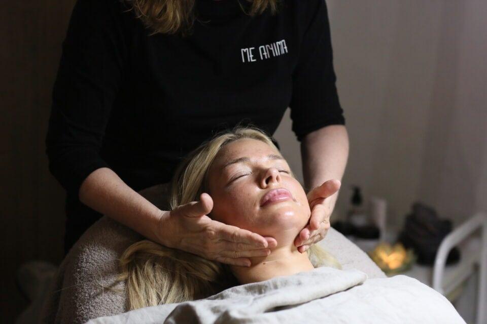 Behandling på My Martens med Gua sha massage face lift